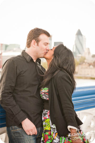 London couple engagement photographer (1)