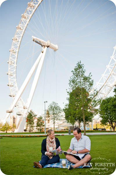 London couple engagement photographer (14)