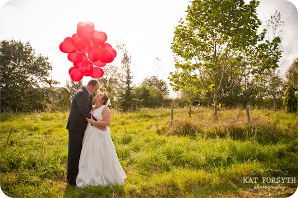 Red balloons wedding couple photos