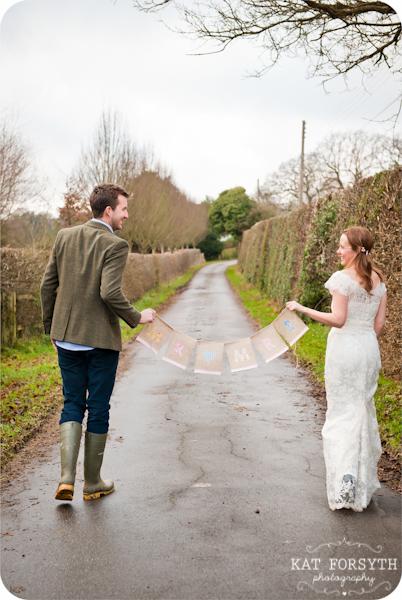 Fun-creative-farm-wedding-photos (1)