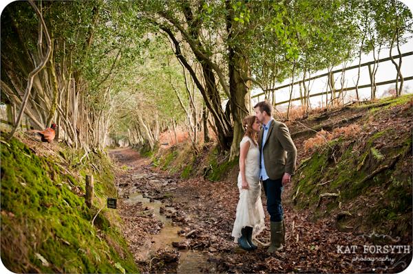 Fun-creative-farm-wedding-photos (6)