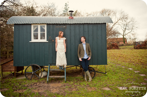 Fun-creative-farm-wedding-photos (8)