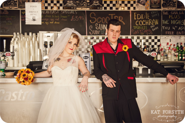 Rock n Roll 50s wedding red yellow black (11)