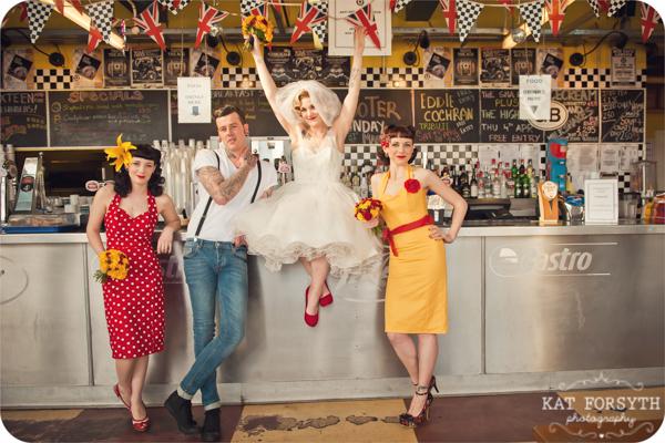 Rock n Roll 50s wedding red yellow black (26)