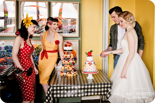 Rock n Roll 50s wedding red yellow black (29)