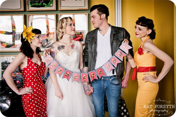 Rock n Roll 50s wedding red yellow black (31)