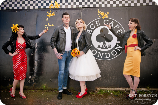 Rock n Roll 50s wedding red yellow black (32)