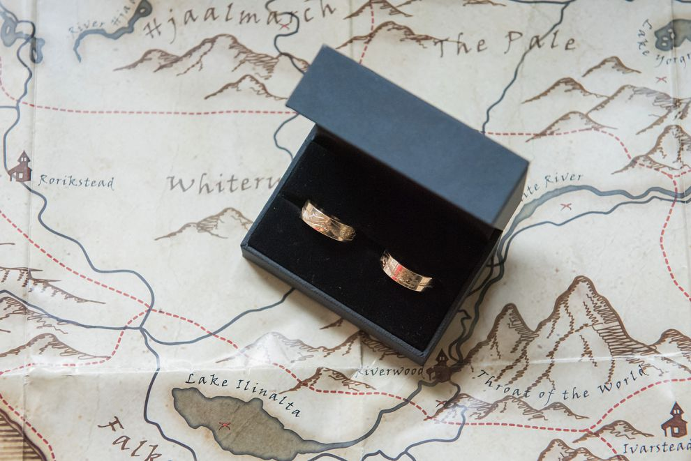 Gold wedding rings with etching - alternative wedding