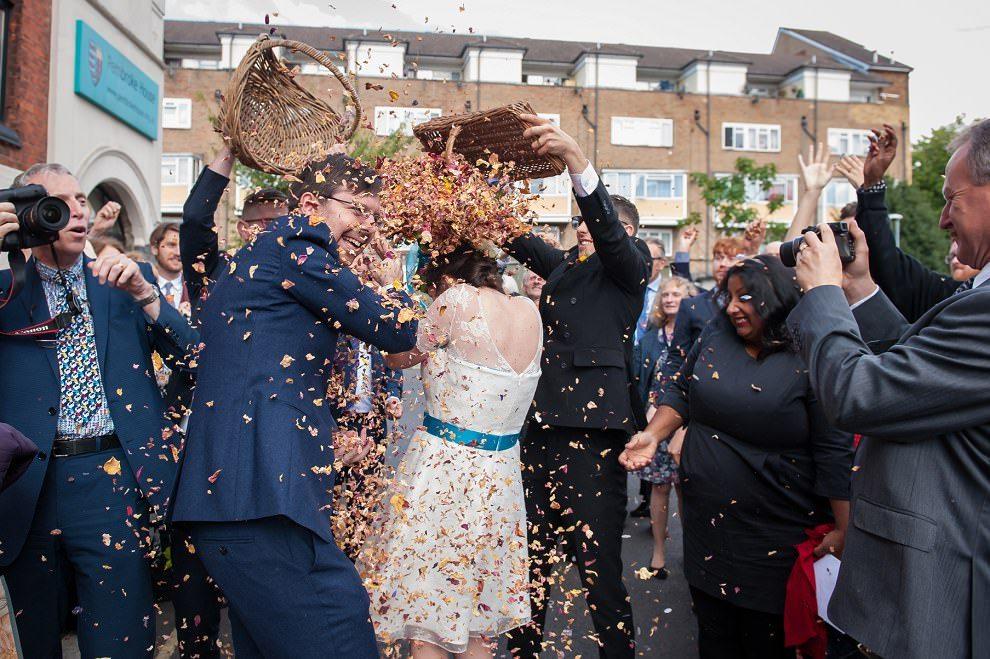 Confetti dump wedding | hilarious wedding photos