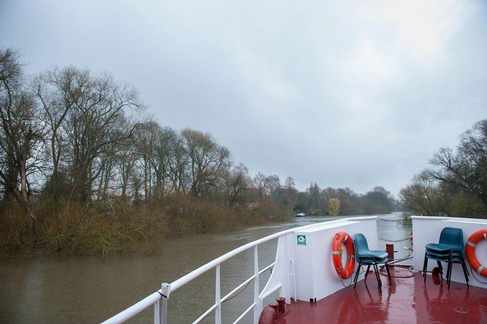Rainy wedding on a boat